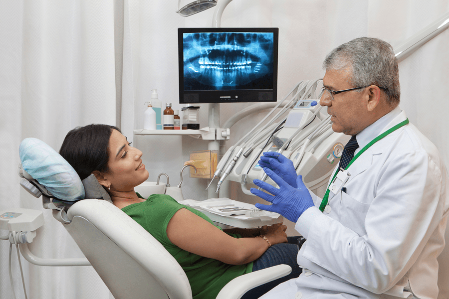 dentist-with-client